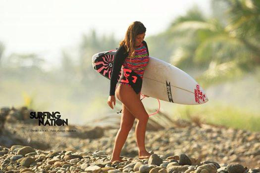 Foto: Surfing Nation Magazine Rider: Ángela Aguilar.