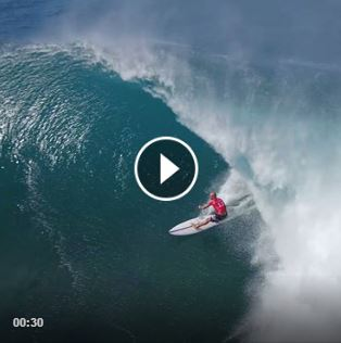 Pro Surfers Mick Fanning, Kelly Slater and John Florence surfing pipe together video.