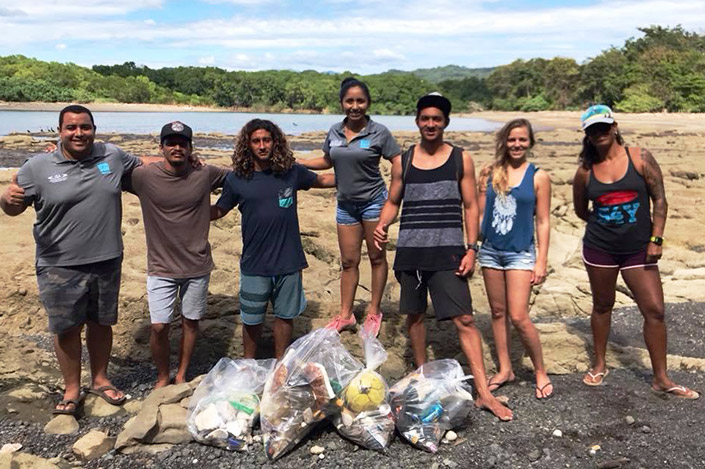 Beach cleanup - photo: Safari Surf School