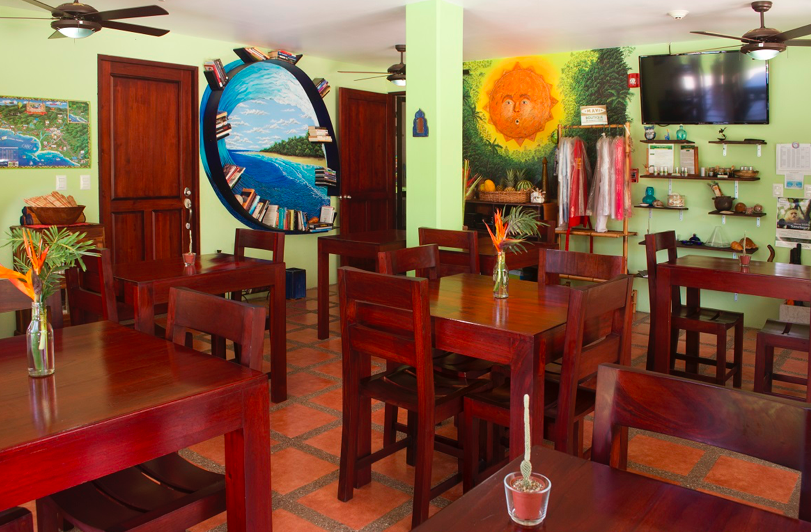 Mavi-Dominical-dining-room