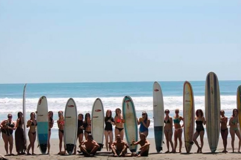group-surfing-lessons