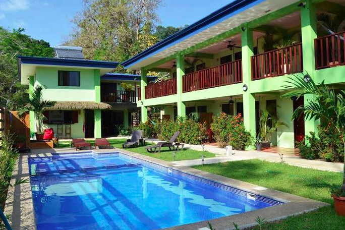 mavi-dominical-pool