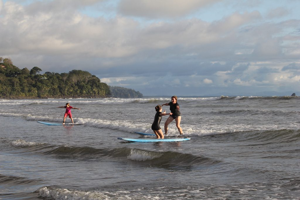 surf-lessons-uvita