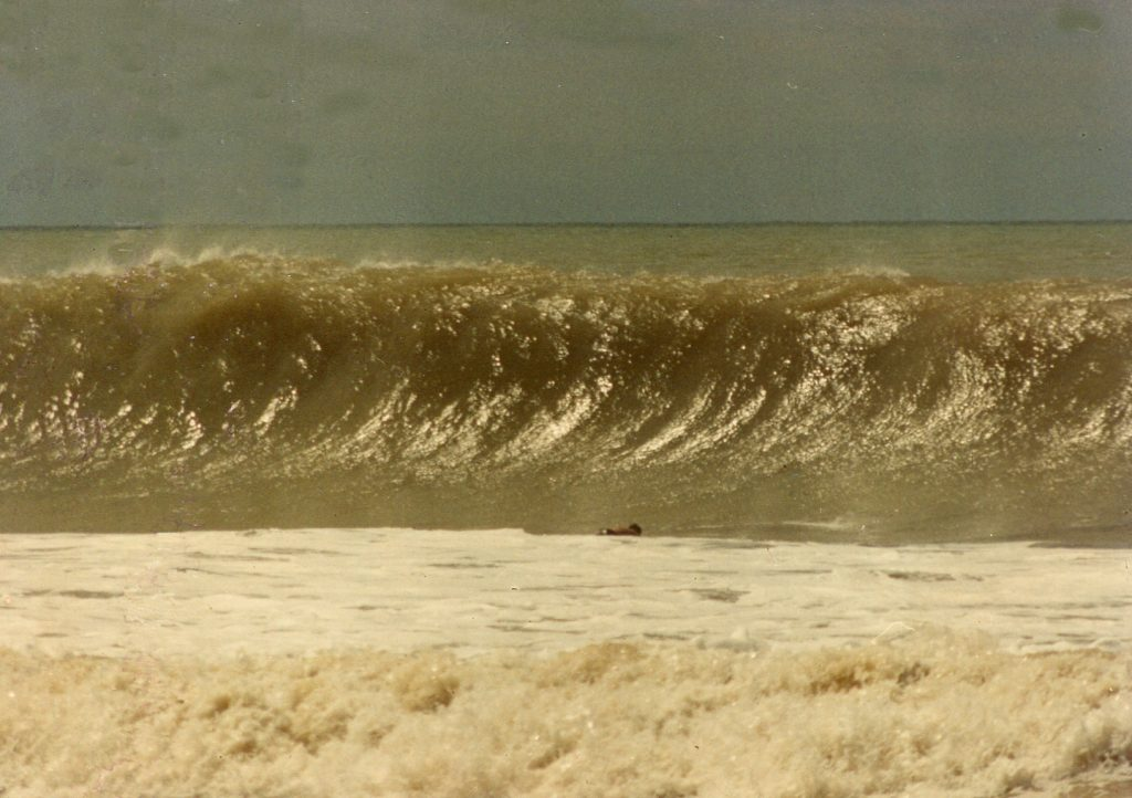 dominical-big-waves