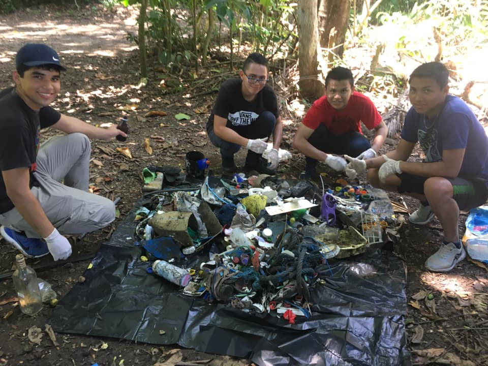 beach-cleanup-dominical-UNA-students