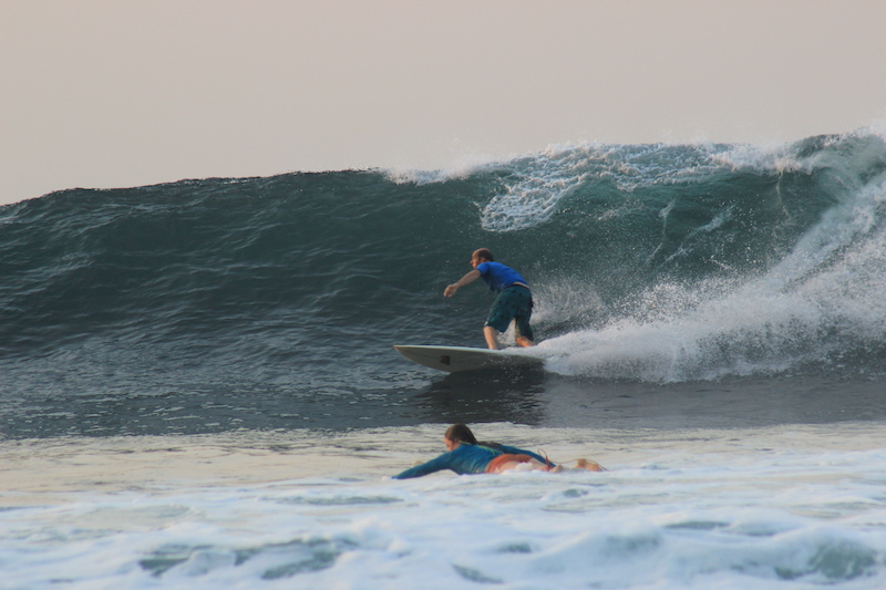 Avoiding other surfers