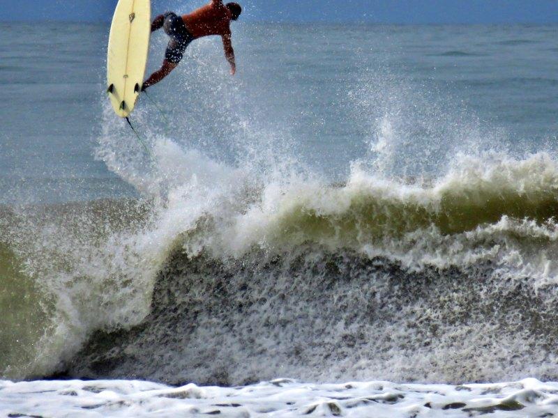 jordy-big-air-dominical-surf