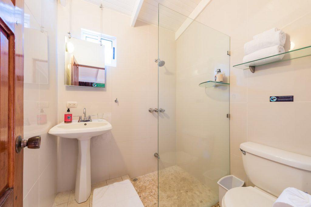 ripjackinn-bathroom