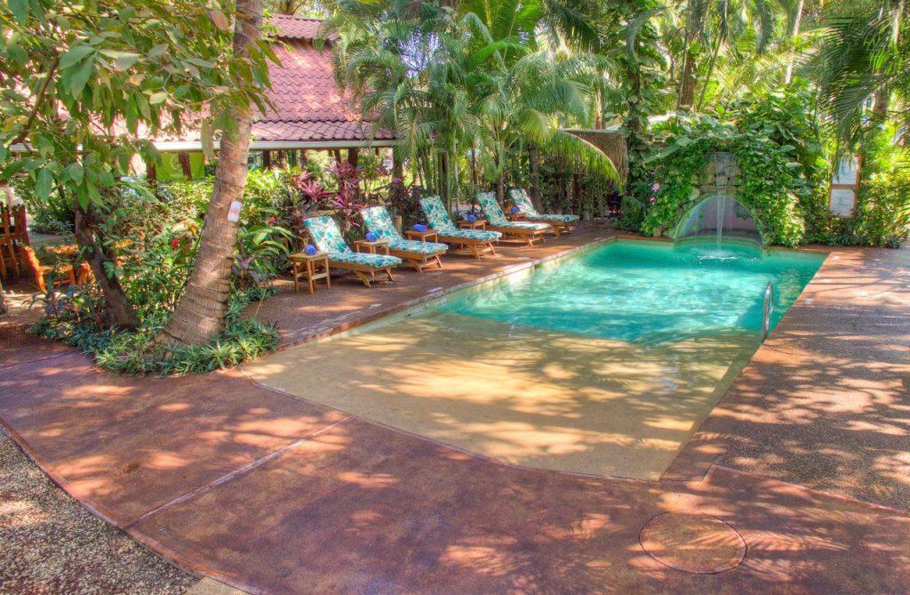 the-buena-vibra-collective-nosara-pool