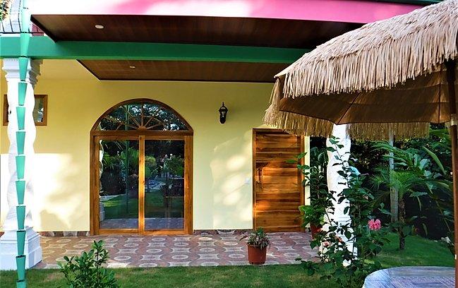 coco-beach-matapalo-bedroom-king