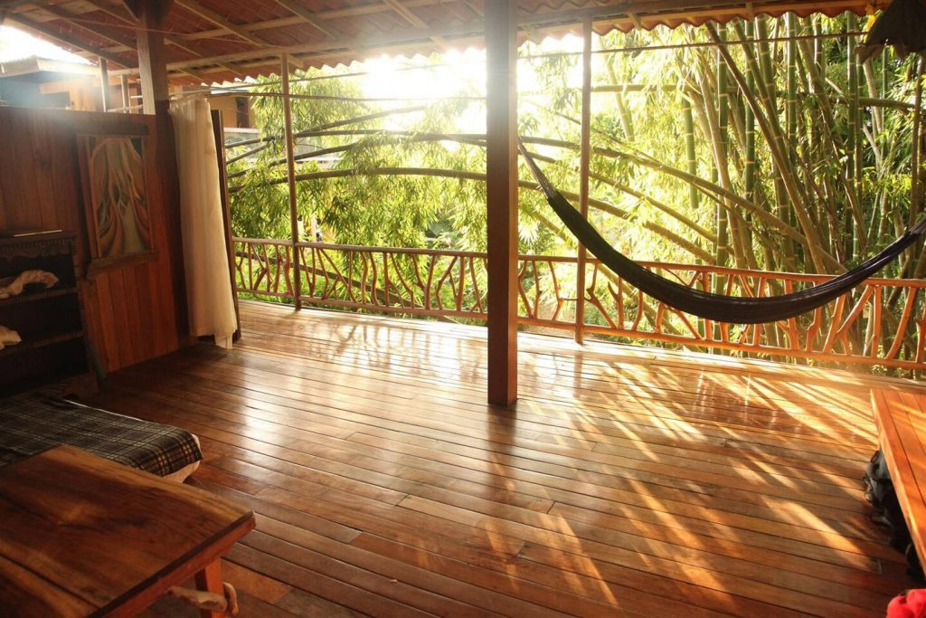 jazzys-river-house-dominical-bed-view