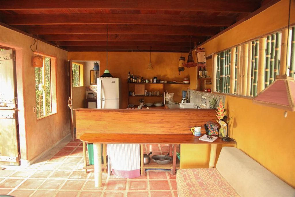 jazzys-river-house-dominical-kitchen