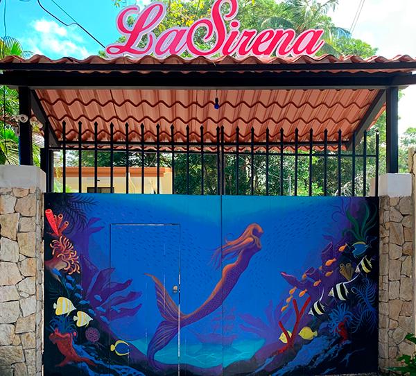 la-sirena-jaco-front-gate