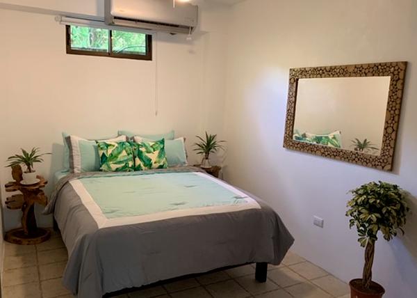 la-sirena-jaco-room-bed