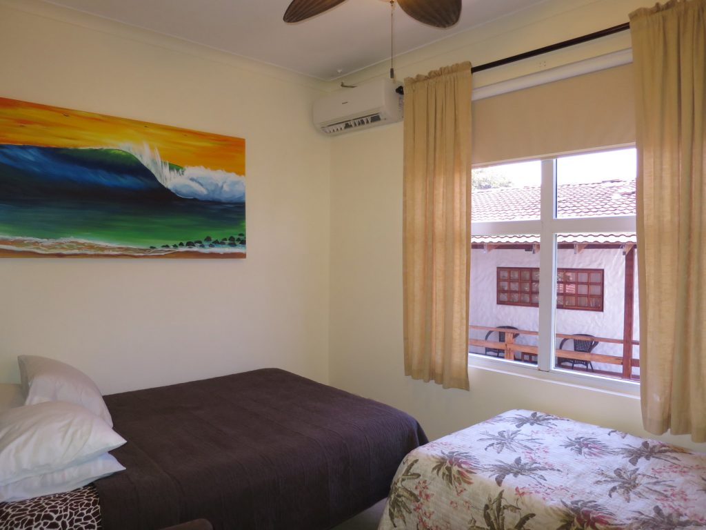 surf-inn-hermosa-Guest-Bedroom