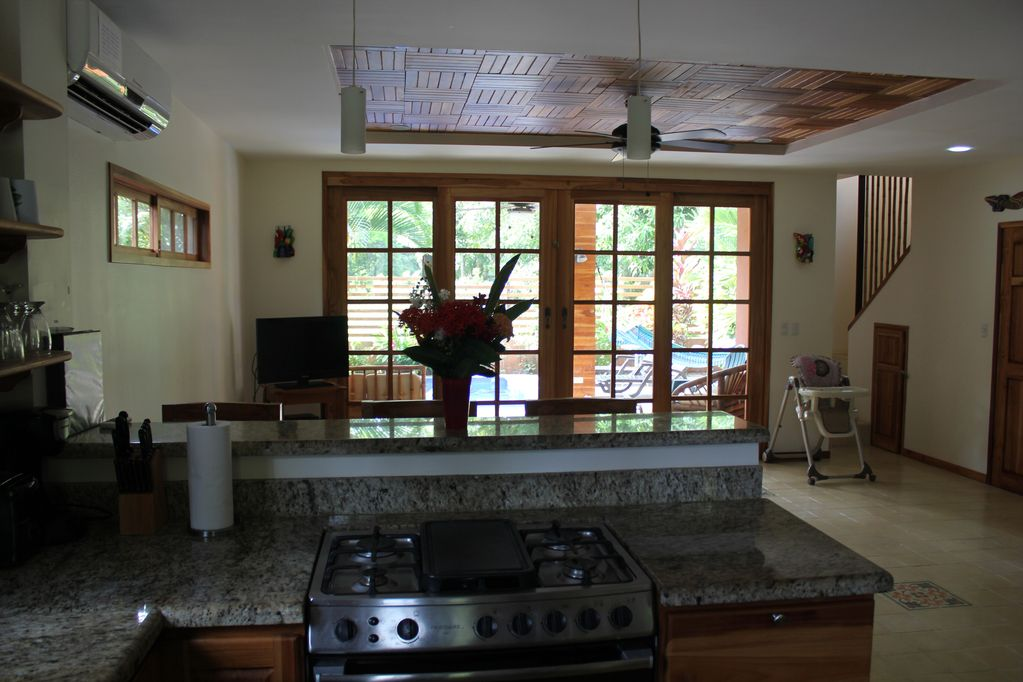 dominical-home-rental-kitchen-view
