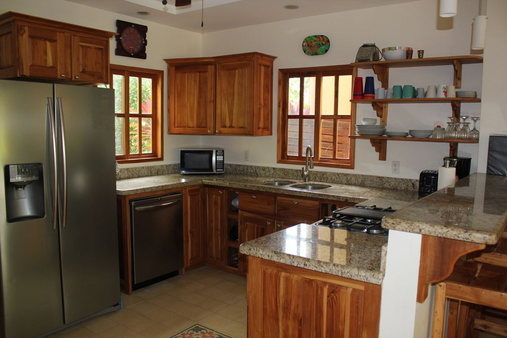 dominical-home-rental-kitchen