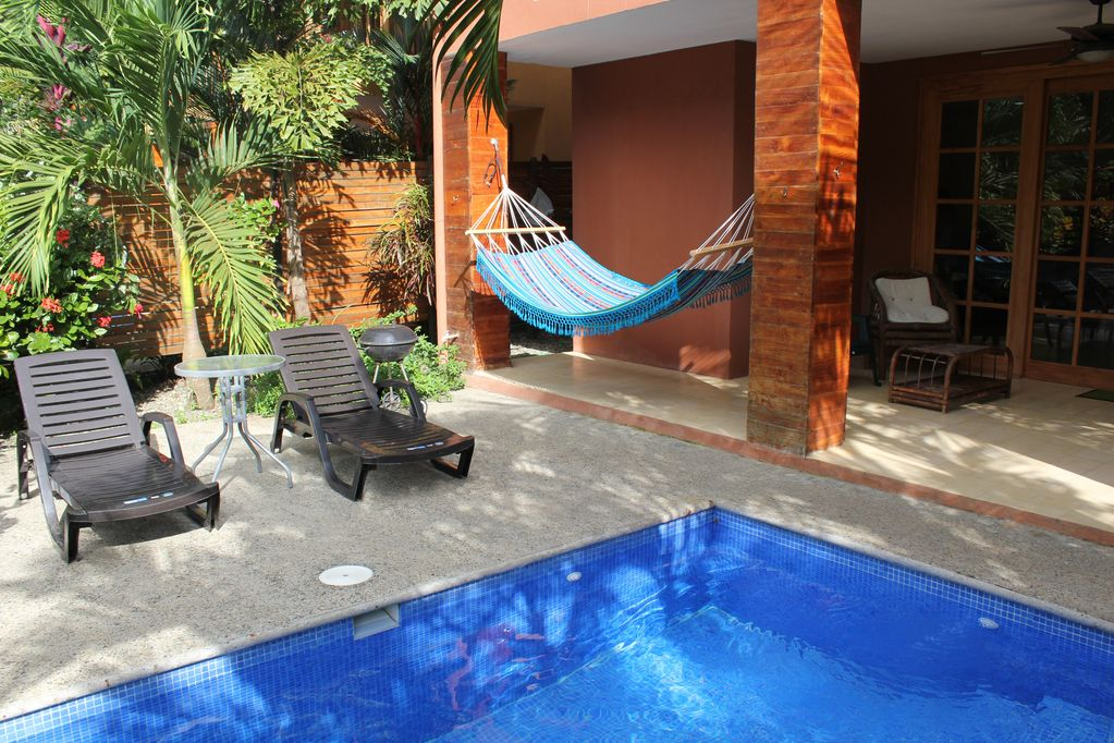 dominical-home-rental-pool
