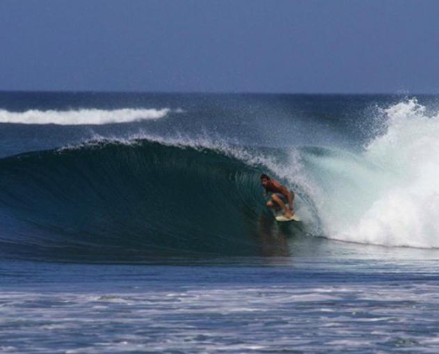 tube-ride-guanacaste-costa-rica-photo-esteban-delgado
