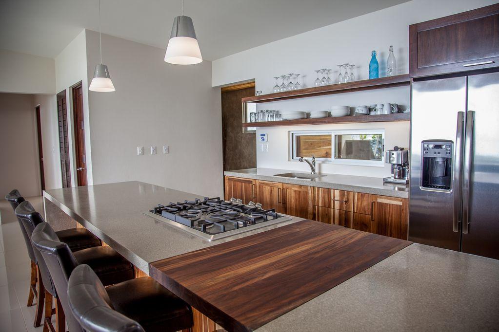 hermosa-retreat-HR3-kitchen