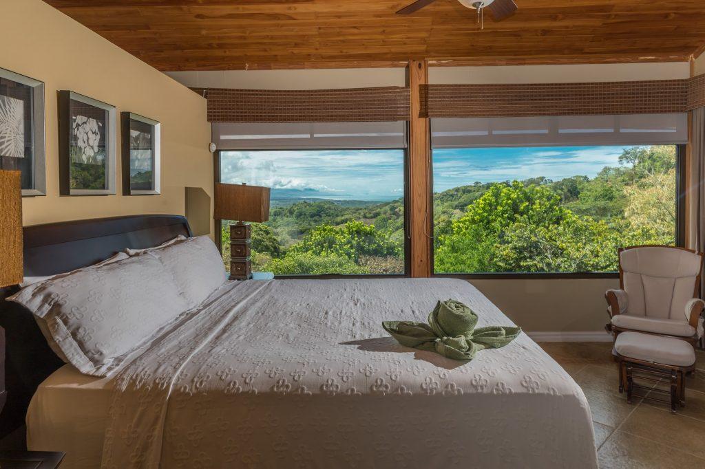 manuel-antonio-house-sophia-bedroom