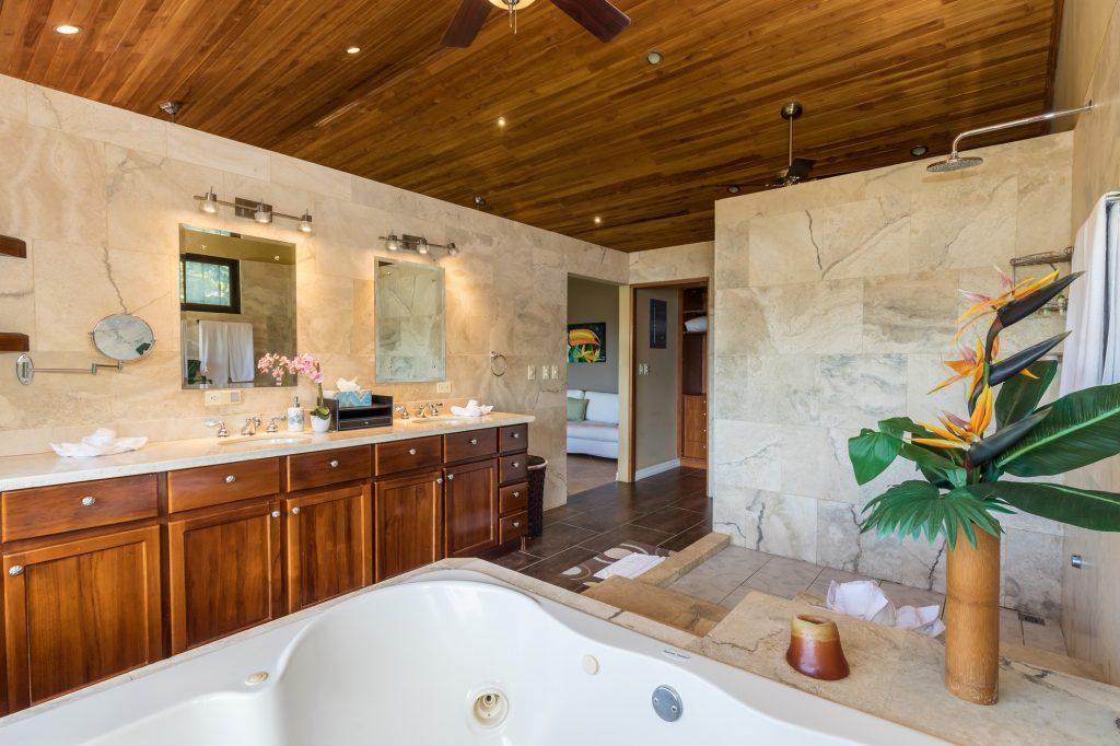manuel-antonio-house-sophia-master-bath