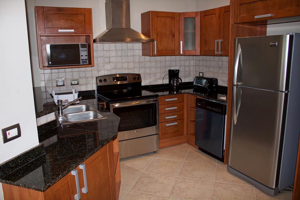 tamarindo-casa-tua-kitchen