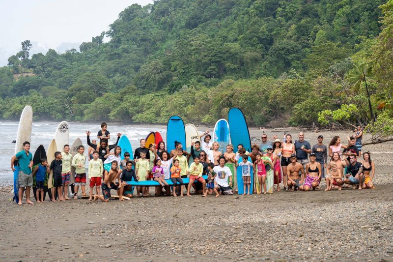 costarica-surfing-day-group